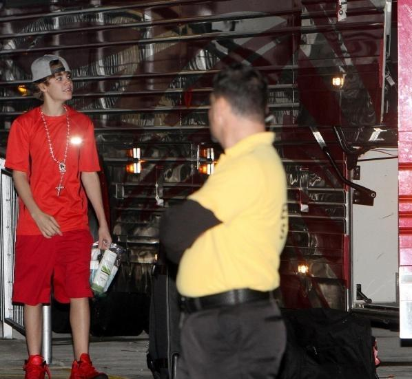 justin bieber tour bus toy. Justin Bieber was seen getting